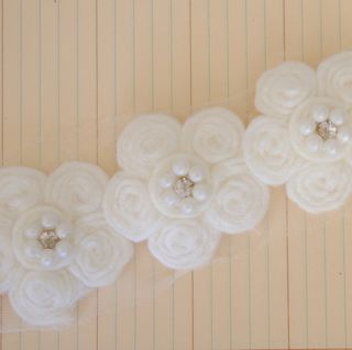 PCT2072 - Antique Pearl Center Flower Trim